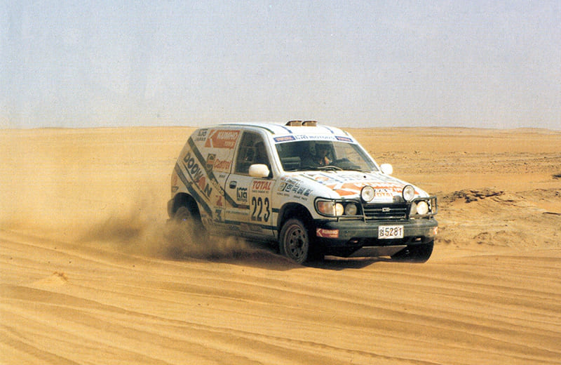 1993-the-sportage-completes-the-1993-paris-dakar-rally