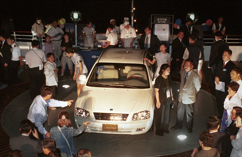 2000-the-optima-is-launched